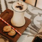 Chai latte y galletas scaled