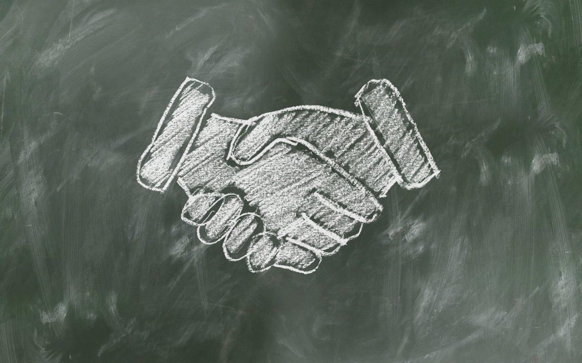 shaking hands 2499612 1920